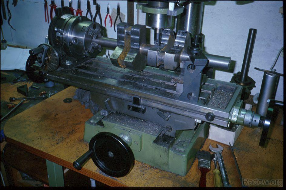 >Dampfmaschinenkurbelwelle - Fräsen der Kurbelwangen (Radow © 1997)