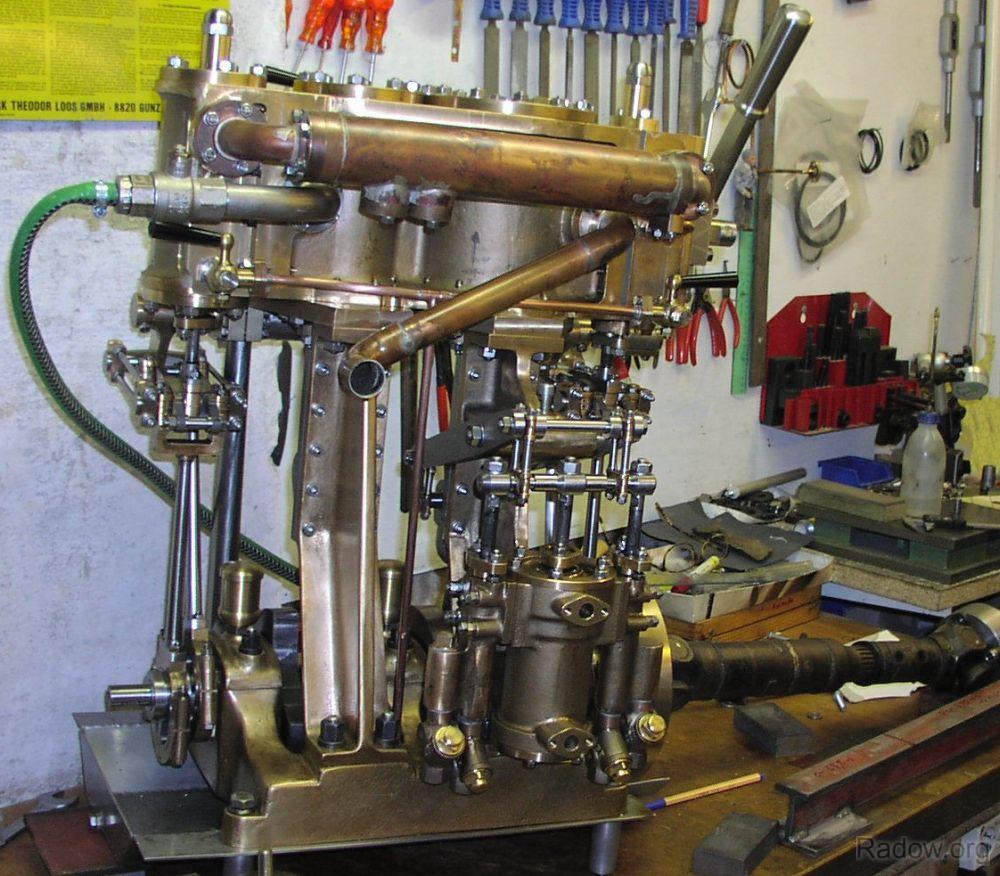 Dampfmaschine mit ca. 10 PS Wellenleistung (Radow © 2005)