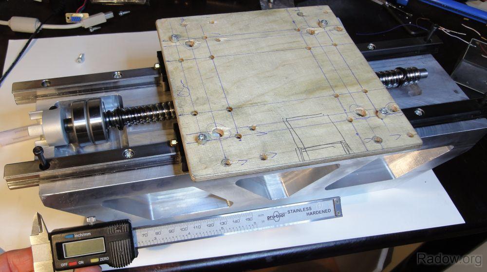 Oberes X/Z-Knotenblech mit Aufnahme der Z-Achs Spindelmutter (Radow © )