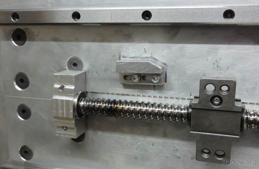 X-Spindellager und einstellbare Schaltnocke für Endschalter (Radow © )