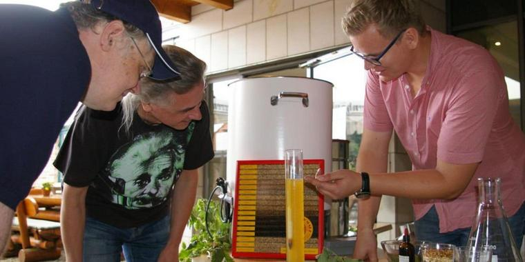 """Visit of the Craft Brewery """"Das Freie"""" (The Free) on an estate in Rethmar near Hanover <br> Source Photo: HAZ 2016-09-04"""