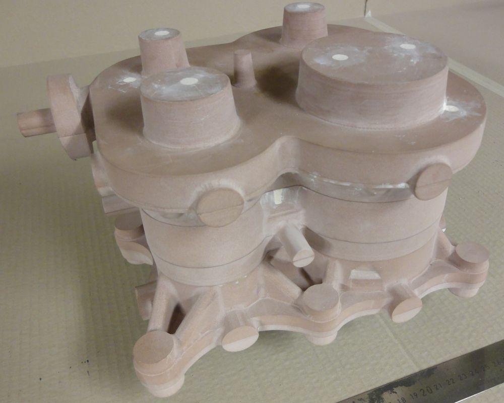 Aus dem 3D-Modell habe ich alle Gussmodelle abgeleitet<br>und auf meiner DIY Fräse hergestellt.