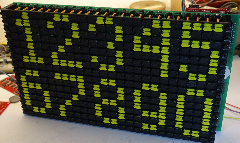 Die KRÜGER Module können liegend oder stehend verwendet werden<br>Ein 16x24 Modul zeigt problemlos 5 Ziffern einer 4x7 Schrift in 2 Zeilen