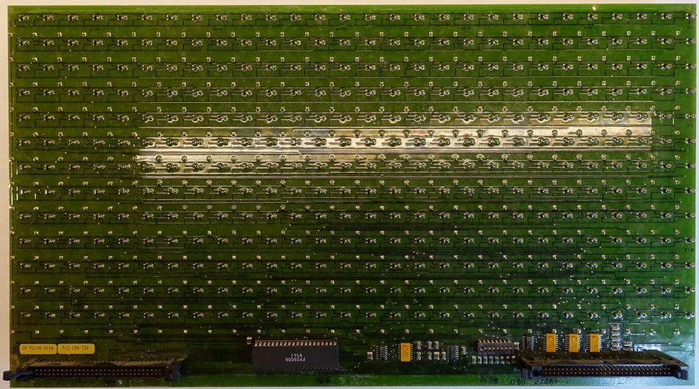 BROSE Flip-Dot Rückseite - 15 mm - 8-Eck - gelb - 28 x 13 Dots