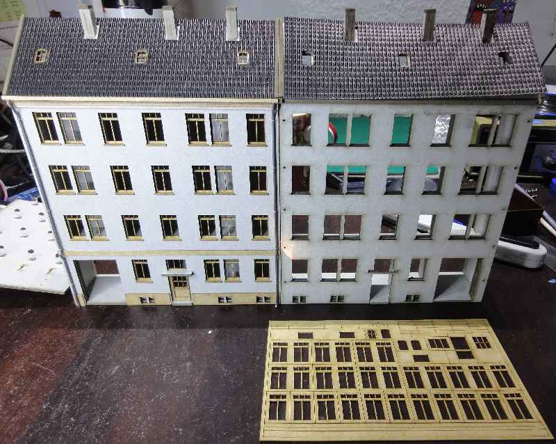 Windows and doors can remain connected for painting. That makes handling easier. The houses can also be built reversed left to right - 2015
